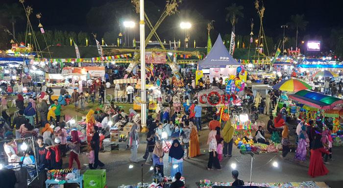 Suasana Pesta Rakyat