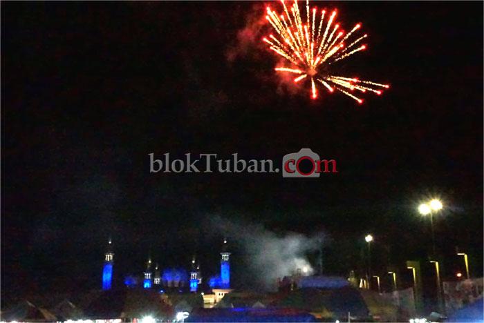 Pesta Rakyat Makin Meriah dengan Kembang Api