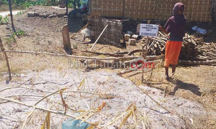 Limbah Abu Panas di Samping Rumah Janda