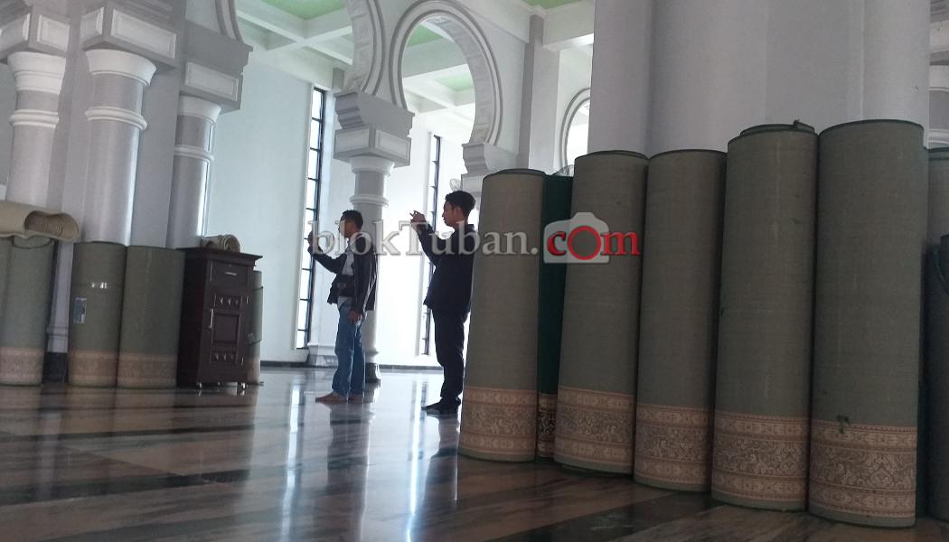 Ketua Takmir Masjid Agung Tuban Anjurkan Jemaah Bawa Sajadah Sendiri