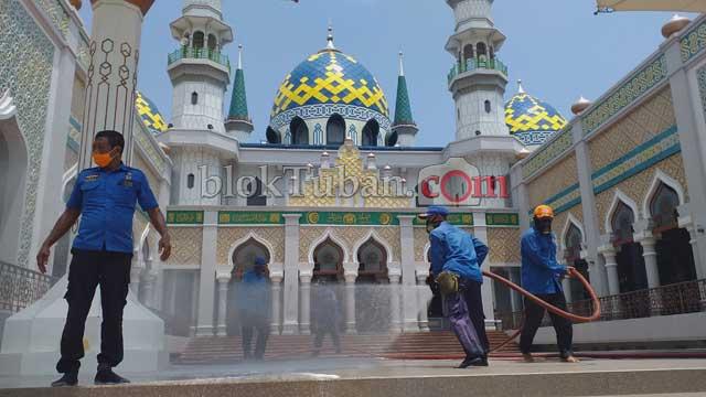 Masjid Agung Tuban Disterilkan
