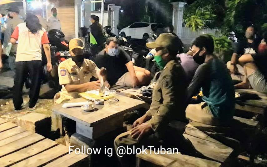Bandel Tak Pakai Masker, Petugas Sita Hp Pengunjung dan Pemilik Warkop