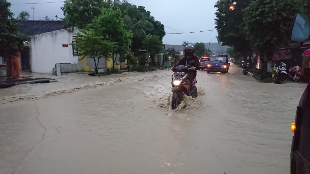 Tuban Banjir, Hingga Minggu Malam Hujan Belum Reda